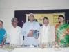 अरुणा सबाने ह्यांच्या अनुबंध पुस्तकाचे प्रकाशन करतांना औरंगाबाद विद्यापीठाचे कुलगुरू डॉ. नागनाथ कोतापल्ले आणि डॉ. द. भी. कुलकर्णी