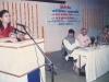 पुणे येथील पाणी परिषदेत बोलतांना अरुणा सबाने व्यासपीठावर मुकुंदराव किर्लोस्कर. वालावलकर, Chief Engineer कुलकर्णी